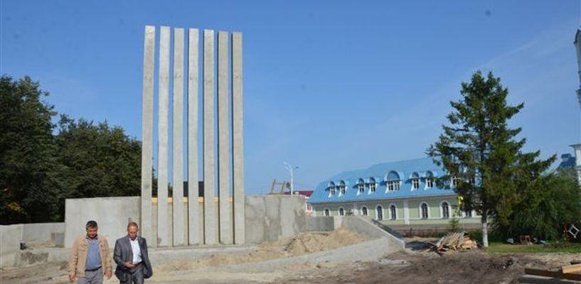 Новый мемориал в Рассказово уже отделывают плиткой
