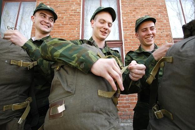 Будущие солдаты отправились на службу в преддверии дня призывника