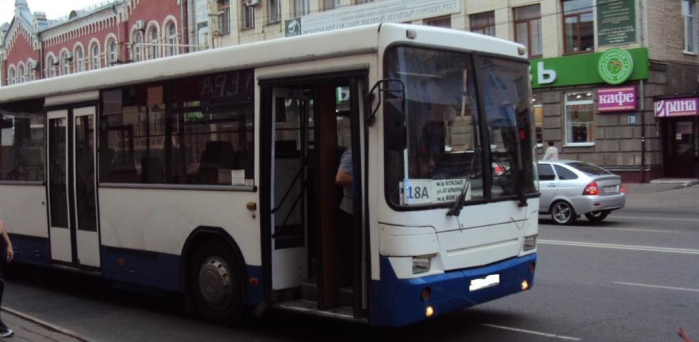 На улице Советской пенсионерка выпала из автобуса