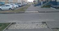 На севере города занижают бордюры на пешеходных переходах
