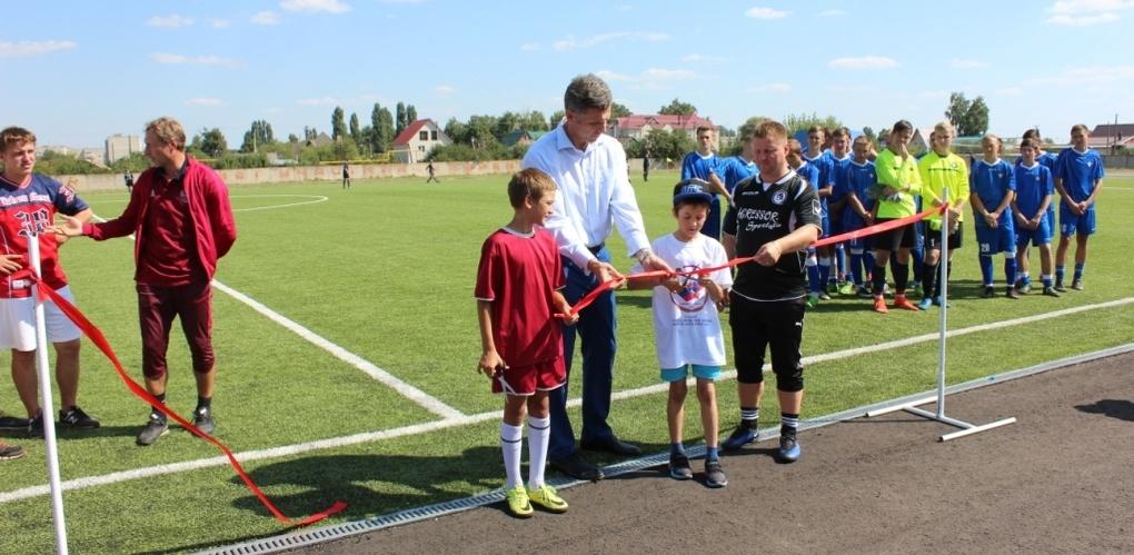 Отреставрированный стадион в Уварово открыли звёзды российского футбола