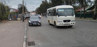 Пассажирский автобус столкнулся с легковушкой на улице Гастелло