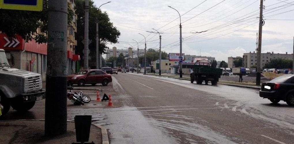 На улице Мичуринской легковушка сбила пенсионера на мопеде
