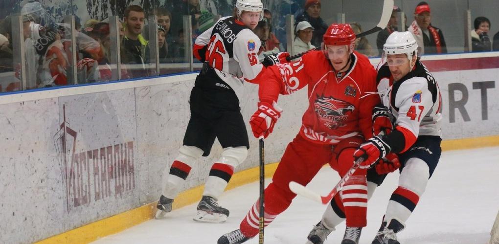 Тамбовские хоккеисты уступили действующему чемпиону лиги