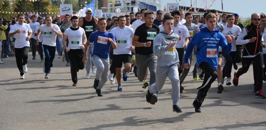 Студенты в честь Дня Победы пробежали 42 километра