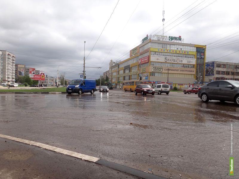 Бульвар Энтузиастов затопило горячей водой