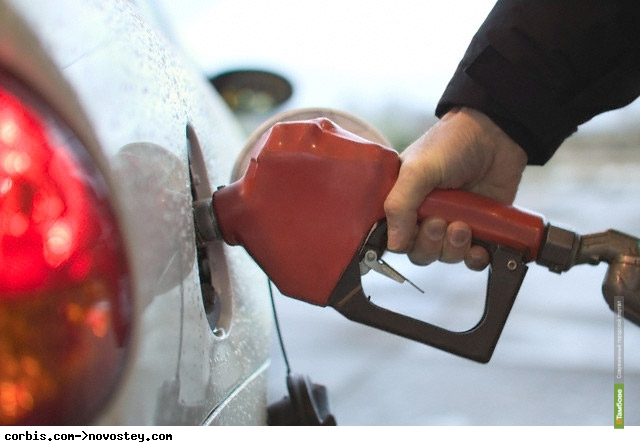 «Роснефть» предупредила о возможном дефиците бензина