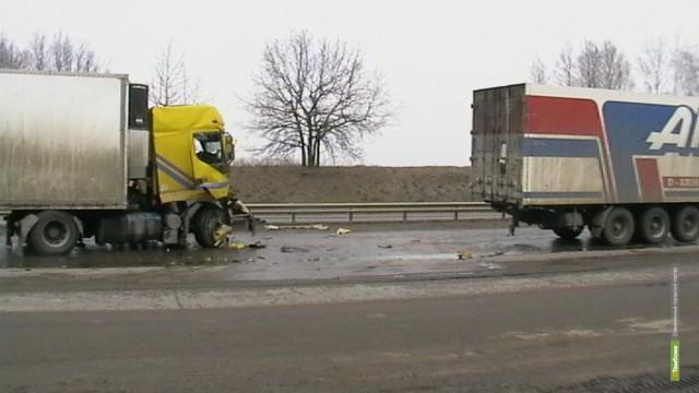 На тамбовской трассе столкнулись два грузовика