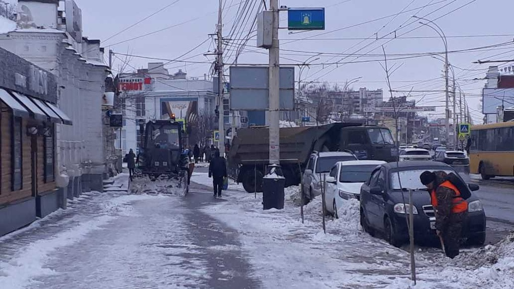 За сутки из областного центра вывезли более 1300 кубометров снега
