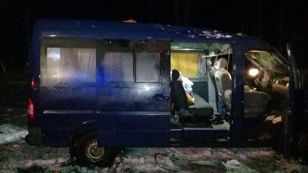 Перевернулся микроавтобус: четыре человека с тяжелыми травмами в больнице