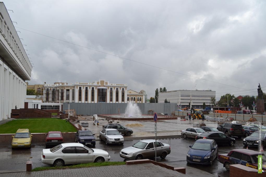 В Тамбове новый фонтан запустили в разгар рабочего дня
