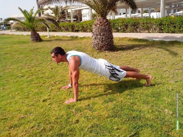 Тренируемся с умом: Как сохранить форму в невозможных для этого условиях или фитнес на отдыхе