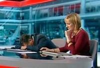 Телеведущий ВВС решил вздремнуть на столе в прямом эфире