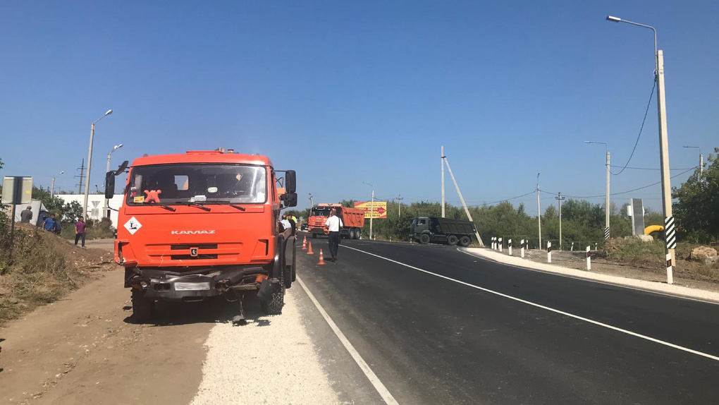 На трассе в Тамбовском районе «Рено Логан» попал под колеса мусоровоза