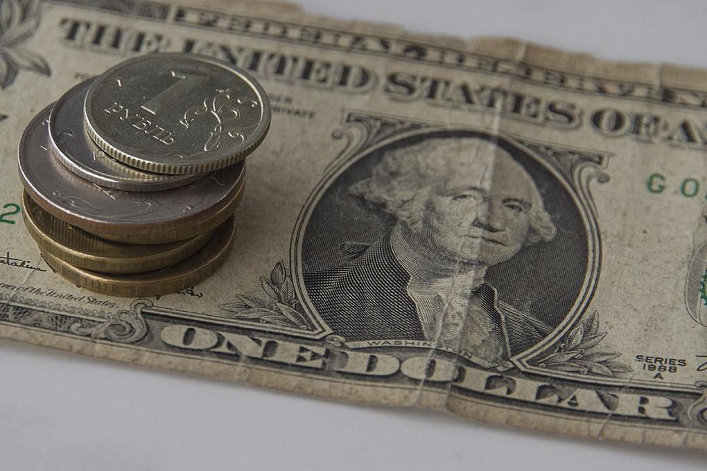 Доллар — 75, инфляция — 13%: эксперты предрекают обвал рубля после снижения ключевой ставки