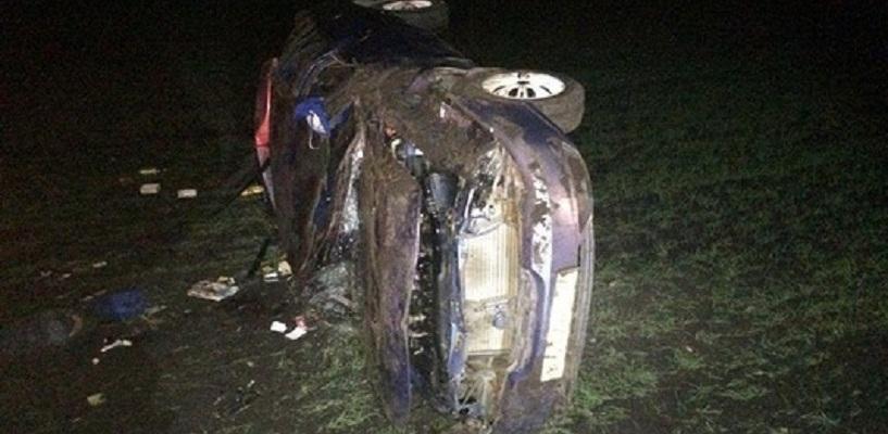 В Петровском районе перевернулась иномарка: один человек погиб, двое пострадали