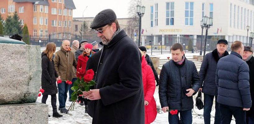 Гости Рахманиновского фестиваля возложили цветы к памятнику композитору