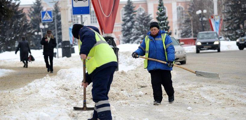 Горадминистрация просит автомобилистов не препятствовать уборке снега