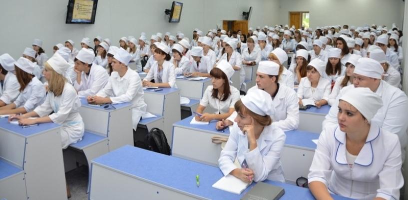 По направлению в медицинские учебные заведения ежегодно поступает 350 тамбовчан