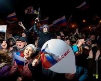 «Мы идем домой»: Крым празднует результаты референдума