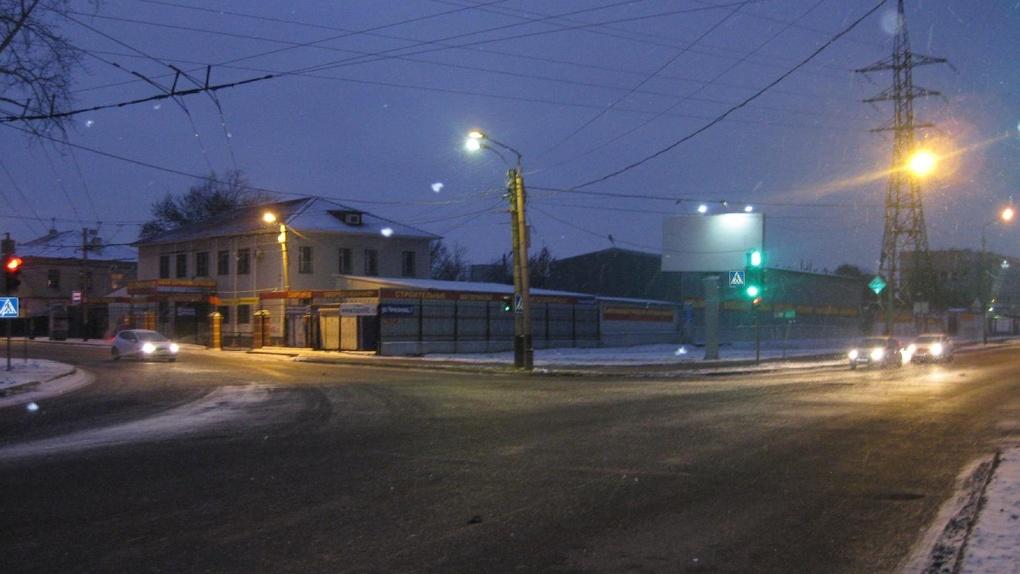 Иномарка и микроавтобус не разъехались на перекрёстке в центре Тамбова