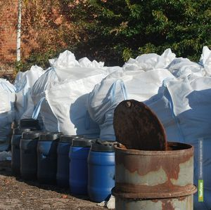 Тамбовские прокуроры нашли бесхозный склад химикатов