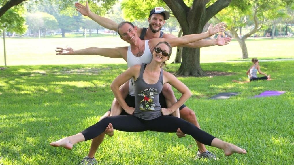 Тамбовчан бесплатно научат парной акробатической йоге