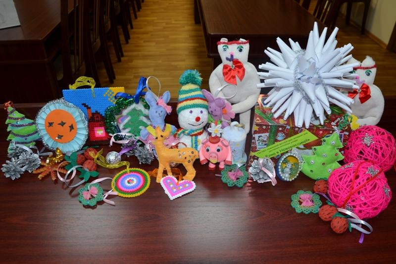 Тамбовчане отправили детям из Луганска и Донецка елочные игрушки