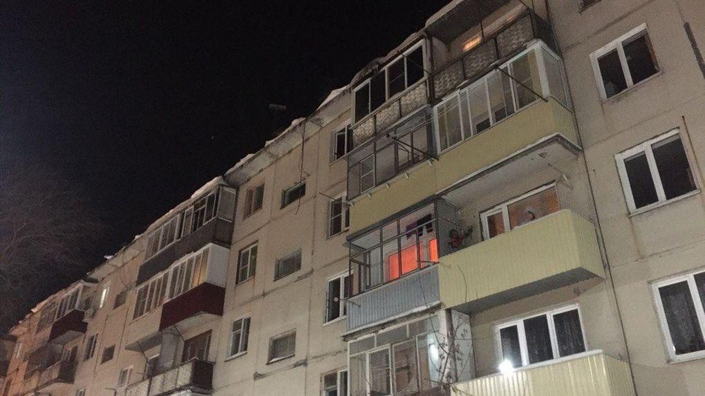 Два человека погибли в сгоревшей квартире на Мичуринской