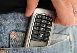 Пенсионер украл мобильник у продавца в магазине