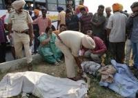 В Индии автобус с туристами врезался в бензовоз. 40 человек погибли