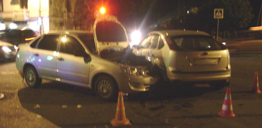 На Гастелло столкнулись два легковых автомобиля