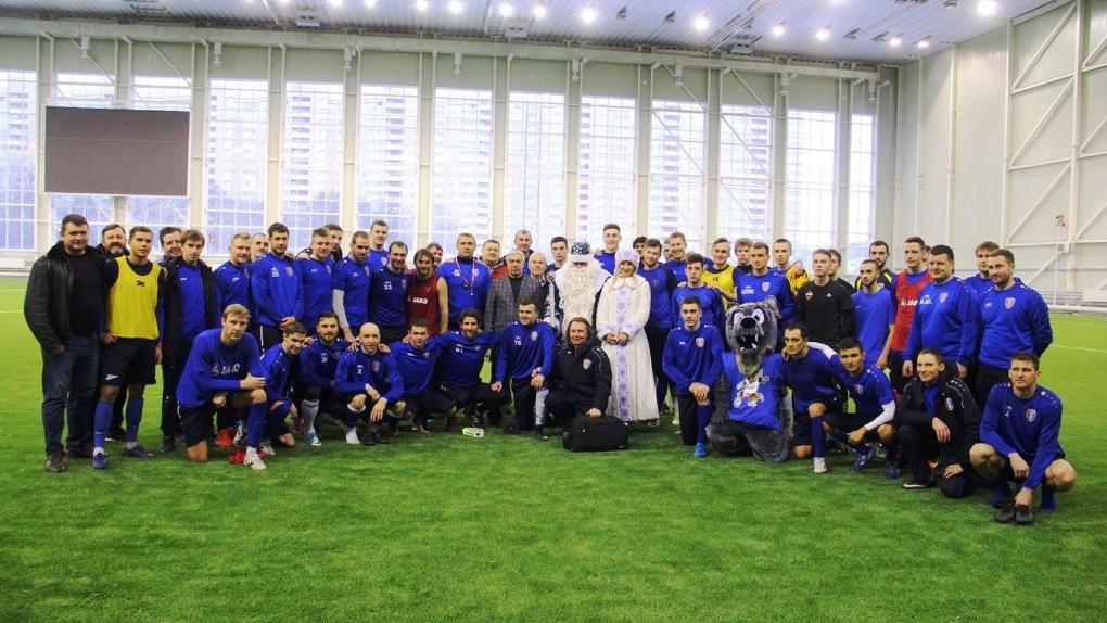 Знаменитые Дед Мороз и Снегурочка из Сосновки приехали поддержать футбольный клуб «Тамбов»
