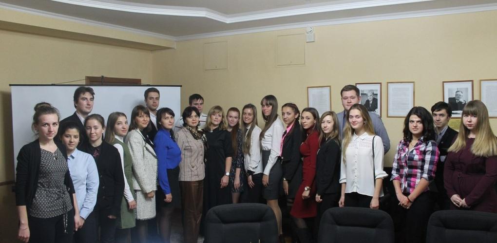 Студенты Президентской академии стали участниками дискуссионной площадки по вопросам социально-экономического развития города