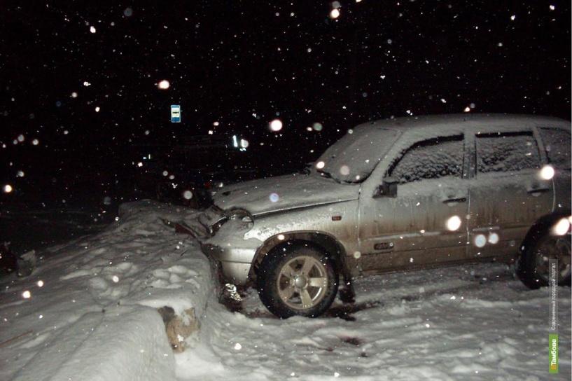 Тамбовчанка врезалась на своем авто в ограждение