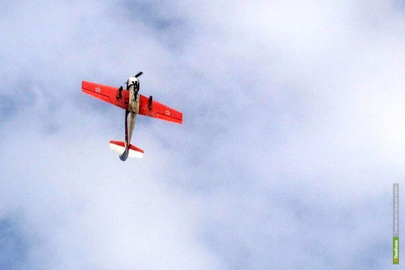 Парашютисты спустили с небес на землю флаг Тамбовщины