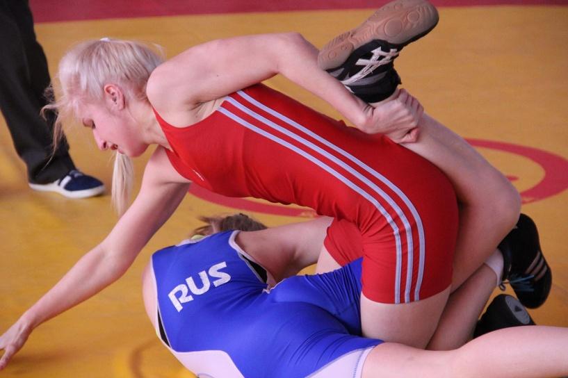 Тамбовские спортсменки вернулись с медалями с первенства по вольной борьбе