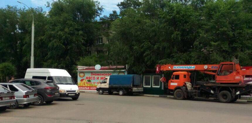 Улицу Сенько избавили от незаконных тонаров: там демонтировали 4 ларька