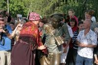 Под Харьковом появился памятник бандитам из «Свадьбы в Малиновке»