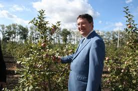 Олег Бетин попробует себя в роли садовода-селекционера