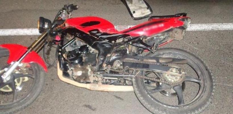 На трассе столкнулись легковушка и мотоцикл: есть поcтрадавшие