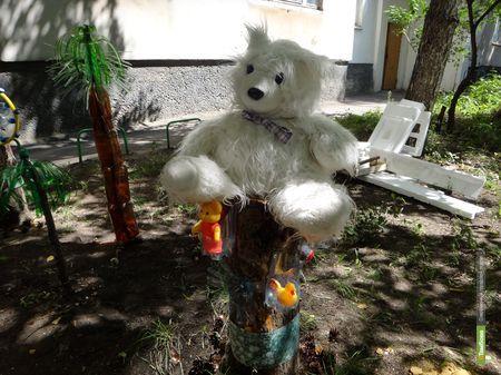 Во дворе тамбовской многоэтажки поселился медведь