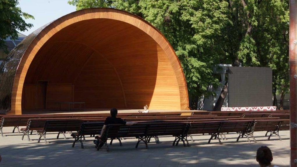 Спектакль под открытым небом: в Старой Ольшанке открывают летний сезон