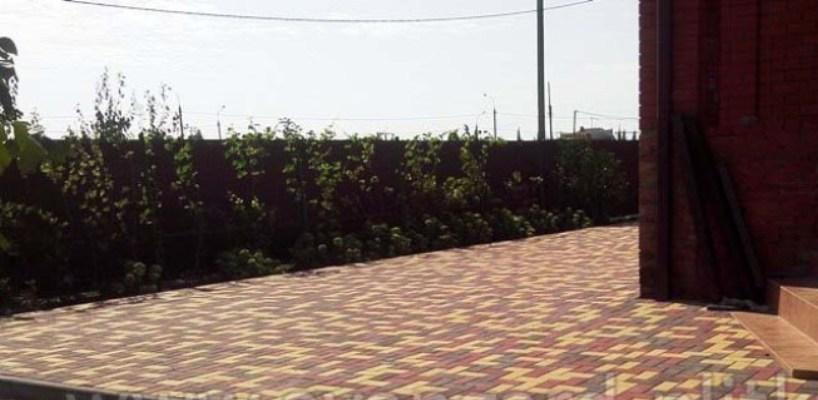 Добавь своему двору красок: компания «Старстрой» выпустила «осеннюю» тротуарную плитку