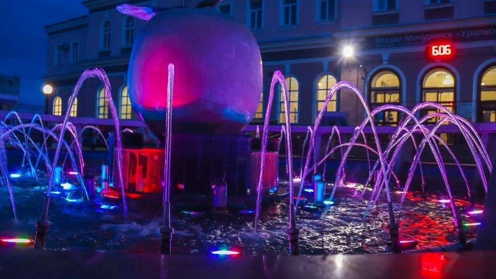В Мичуринске поддерживают чистоту городских фонтанов