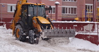 Дорожники продолжают расчищать город от снега
