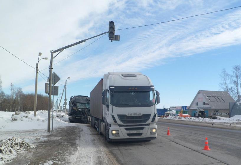 На трассе в Рассказовском районе столкнулись два грузовика