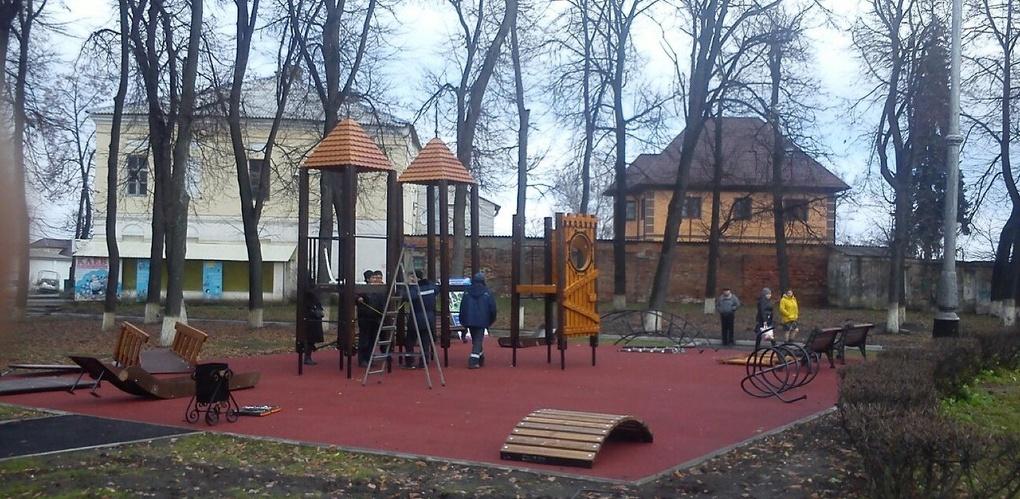 В Мичуринске устанавливают необычную детскую площадку