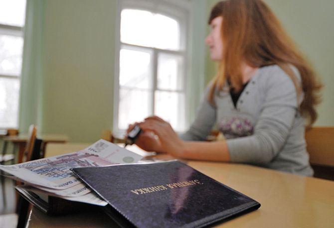 Преподавательницу кооперативного техникума подозревают во взятке