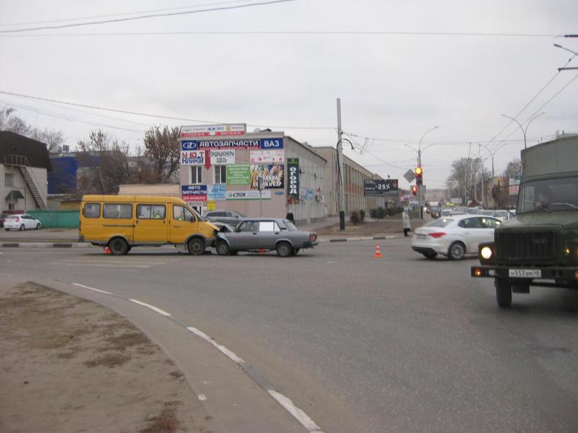 В областном центре ГАЗель не поделила дорогу с легковушкой